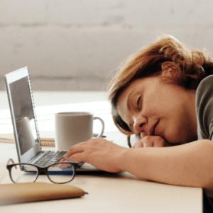 Lees meer over het artikel Als je nu je thuiswerkt overcompenseert – 5 tips om het relaxter te maken