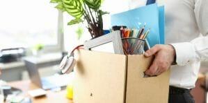 Lees meer over het artikel Vergeten of zelfs verketterd door je collega's – hoe ga je ermee om als je op een nare manier je baan verliest?
